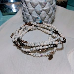 Medallion crackle bracelet set